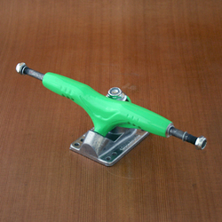 "Gullwing 9"" Pro III Green Trucks"