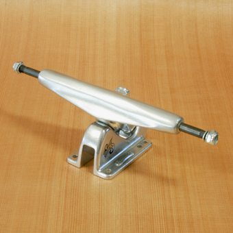 "Gullwing Charger 9"" Trucks - Silver"