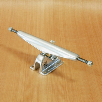 "Gullwing Charger 10"" Trucks - Silver"
