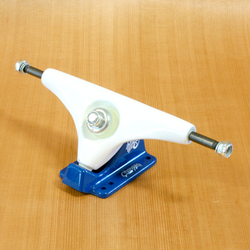 "Gullwing 10"" Charger Trucks - White/Navy"