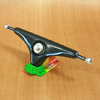 "Gullwing Charger 10"" Trucks - Black/Rasta"