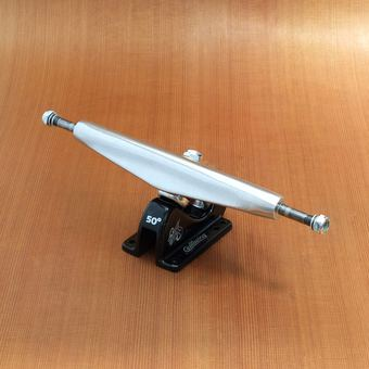 "Gullwing Charger 10"" Trucks - Silver/Black"
