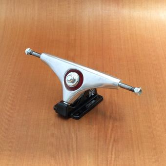 "Gullwing Charger 9"" Trucks - Silver/Black"