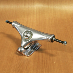 "Gullwing 9.5"" Stalker 40 Degree Trucks - Silver"
