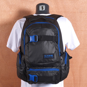 Dakine Daytripper 30L Backpack - Blackout