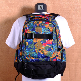 Dakine Daytripper 30L Backpack - Higgins