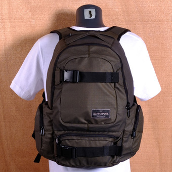 Dakine Daytripper 30L Backpack - Pyrite