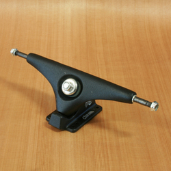 "Gullwing Charger 10"" Trucks - Black"