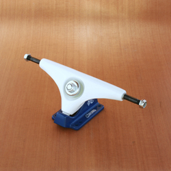 "Gullwing 9"" Charger Trucks - White/Navy"